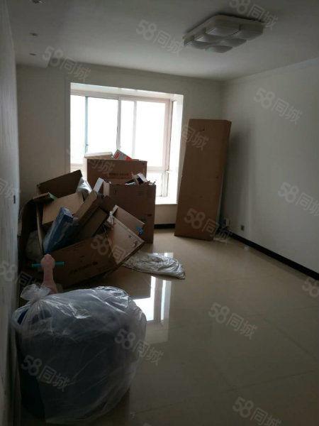 结婚婚房,精装两室,真正的拎包入住。