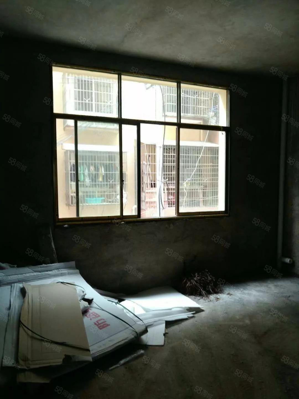 金龙路四室两厅151毛坯房可过户低楼层