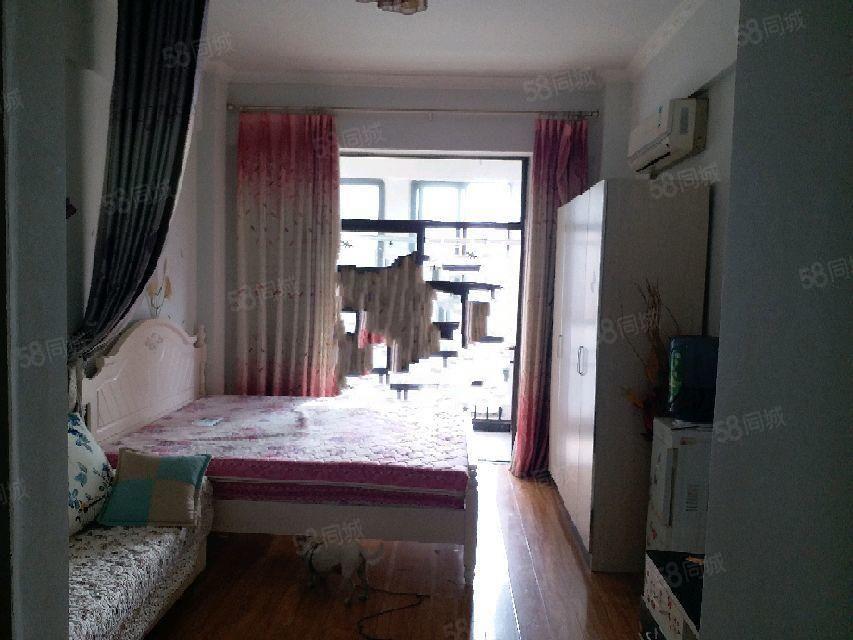 南岸东区精装河畔月光半岛精装公寓式住宅,干净整洁,价格合理