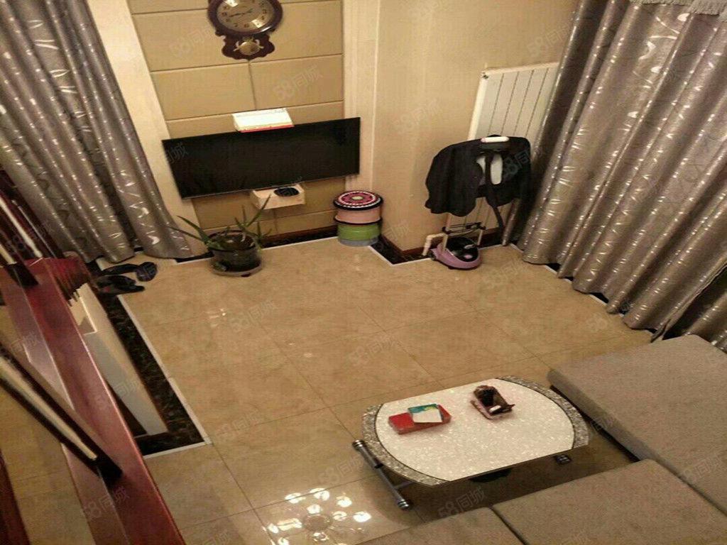 亿隆国际复式公寓精装包取暖物业电梯拎包入住