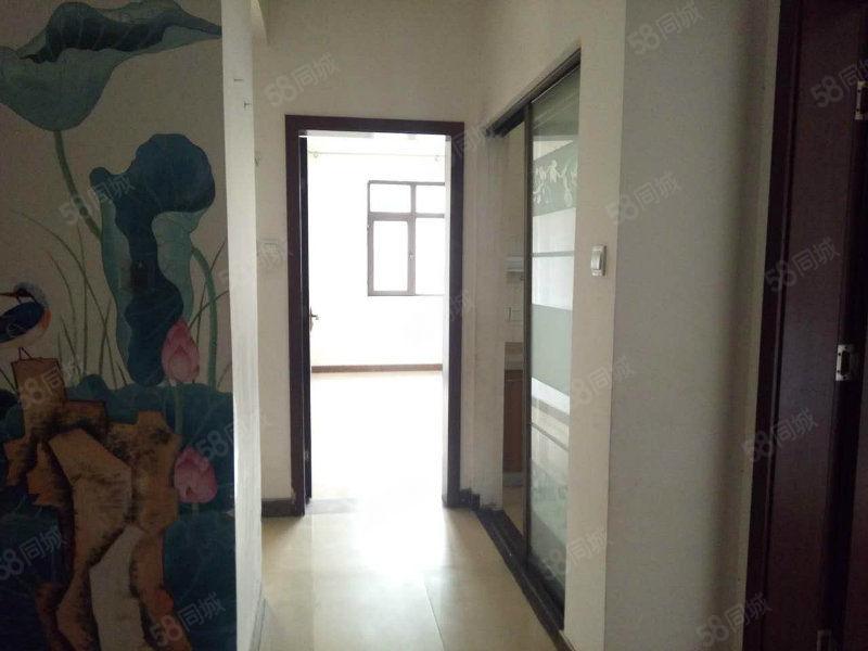 中间位置精装大三房采光很好租住方便家具家电齐全