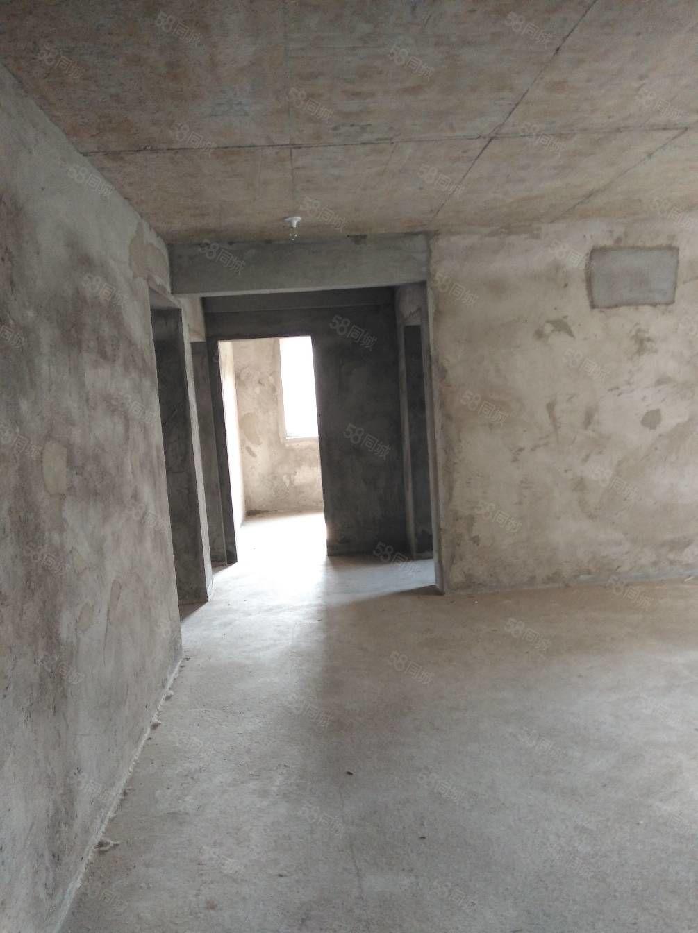 佳和小区楼房三室一厅对外出租。