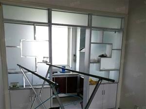 出租泰和新城三室两厅一卫,简单家具,年租
