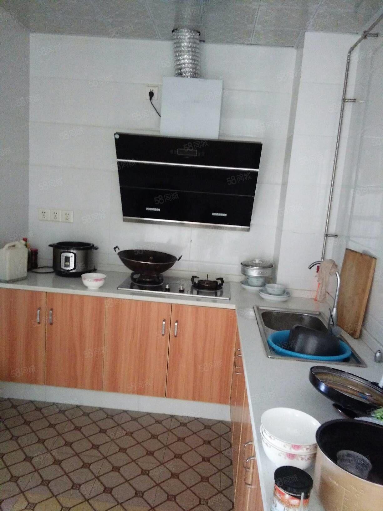 家兴房产3室2厅110平米中装修年付