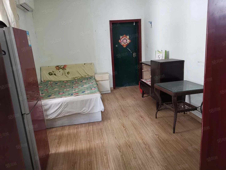 新世纪百货旁一室家电齐全低楼层