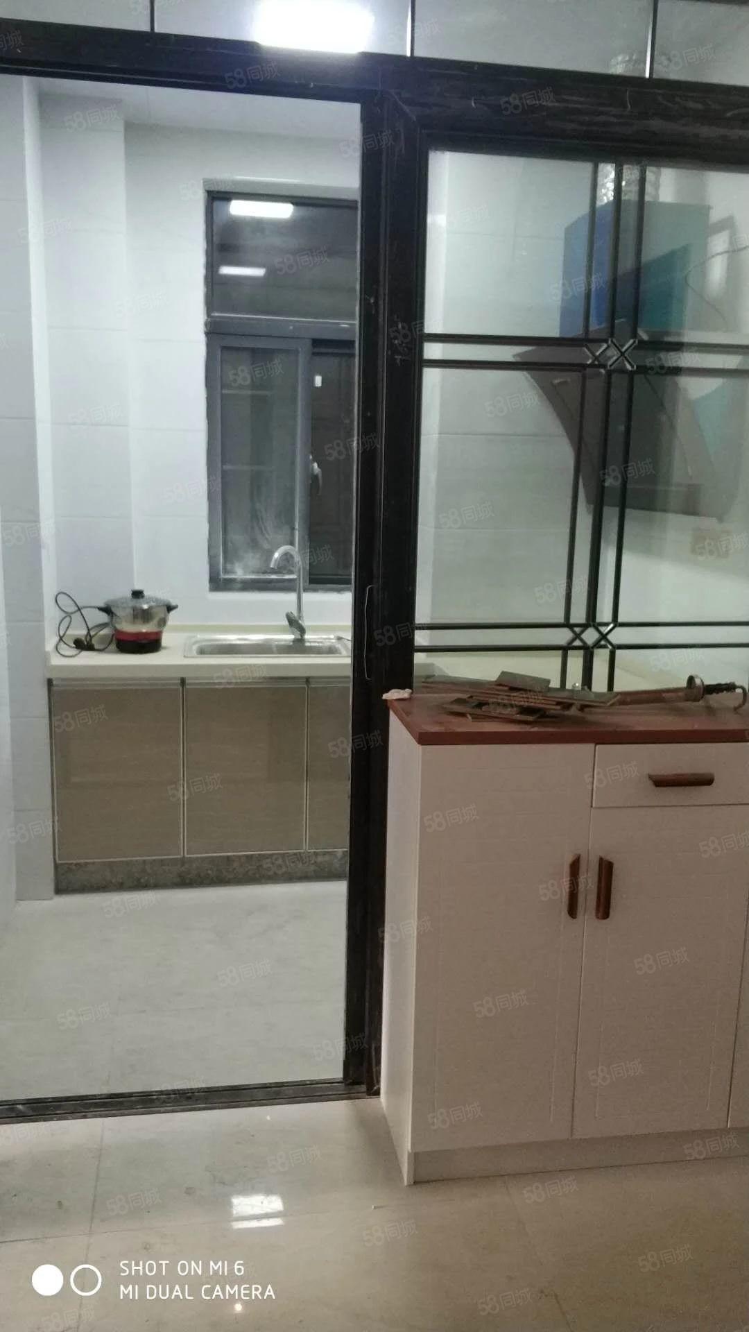 金色东方公寓楼四室一厅简单装修拎包入住可以合租