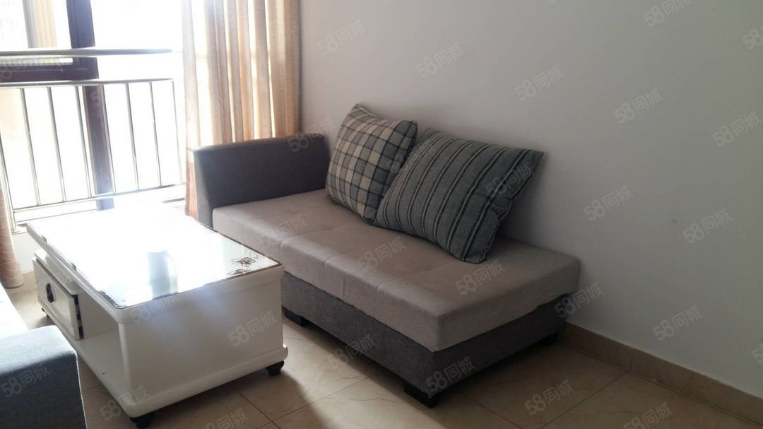 北片区聂耳广场对面景观房玉水金岸5楼1300元/月2室带家具