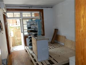 抚顺路支路1楼套二厅南北中装双气60平家具家电1700便宜租