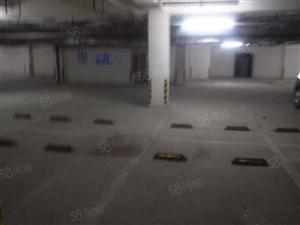 龙湖名郡双地铁口豪装四房家具家电全套新买的配一个车位