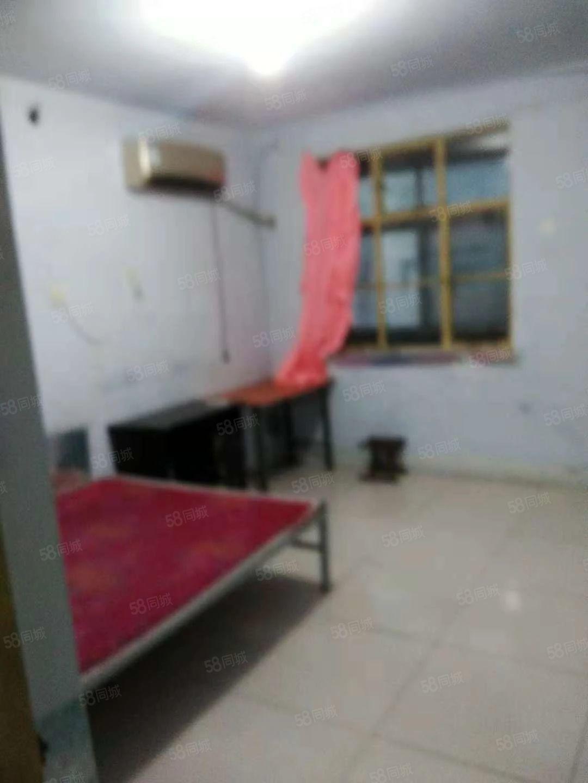 财东小区3楼700/月空调,床,热水器