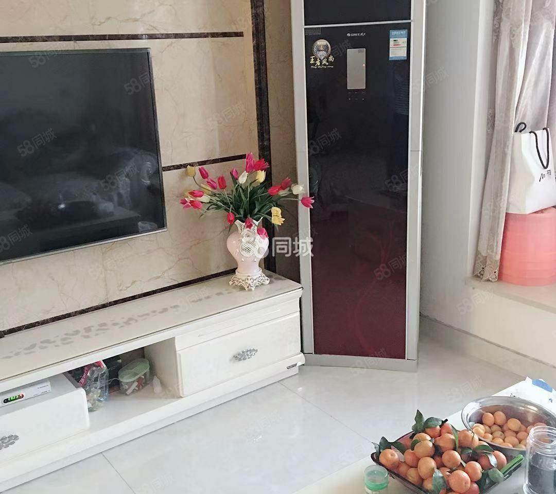 南坝电梯房精装两室两厅一卫出租