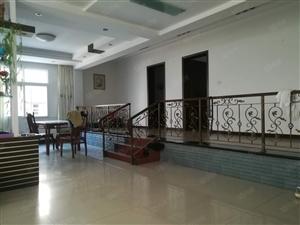 万佳凯旋城隔壁鄂州职业中专院内精装三房出租