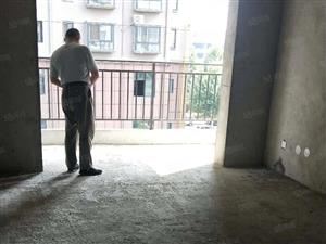 宇博花苑电梯房5楼104平方小三室36.5万