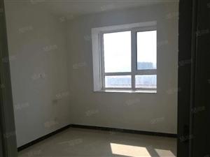 任兴一号三室全明户型,精装修,热水器太阳能齐全,新房住佳人!