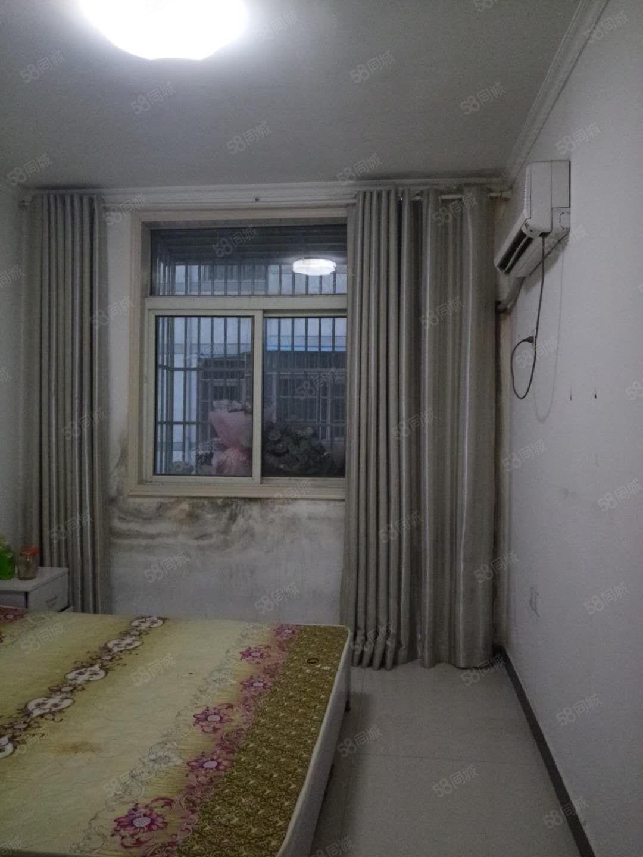 七小附近3楼出租拎包入住有床热水器
