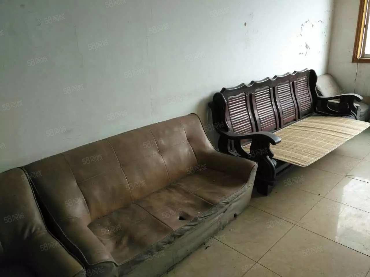 泸县东西干道3室2厅130平米简单装修押一付三