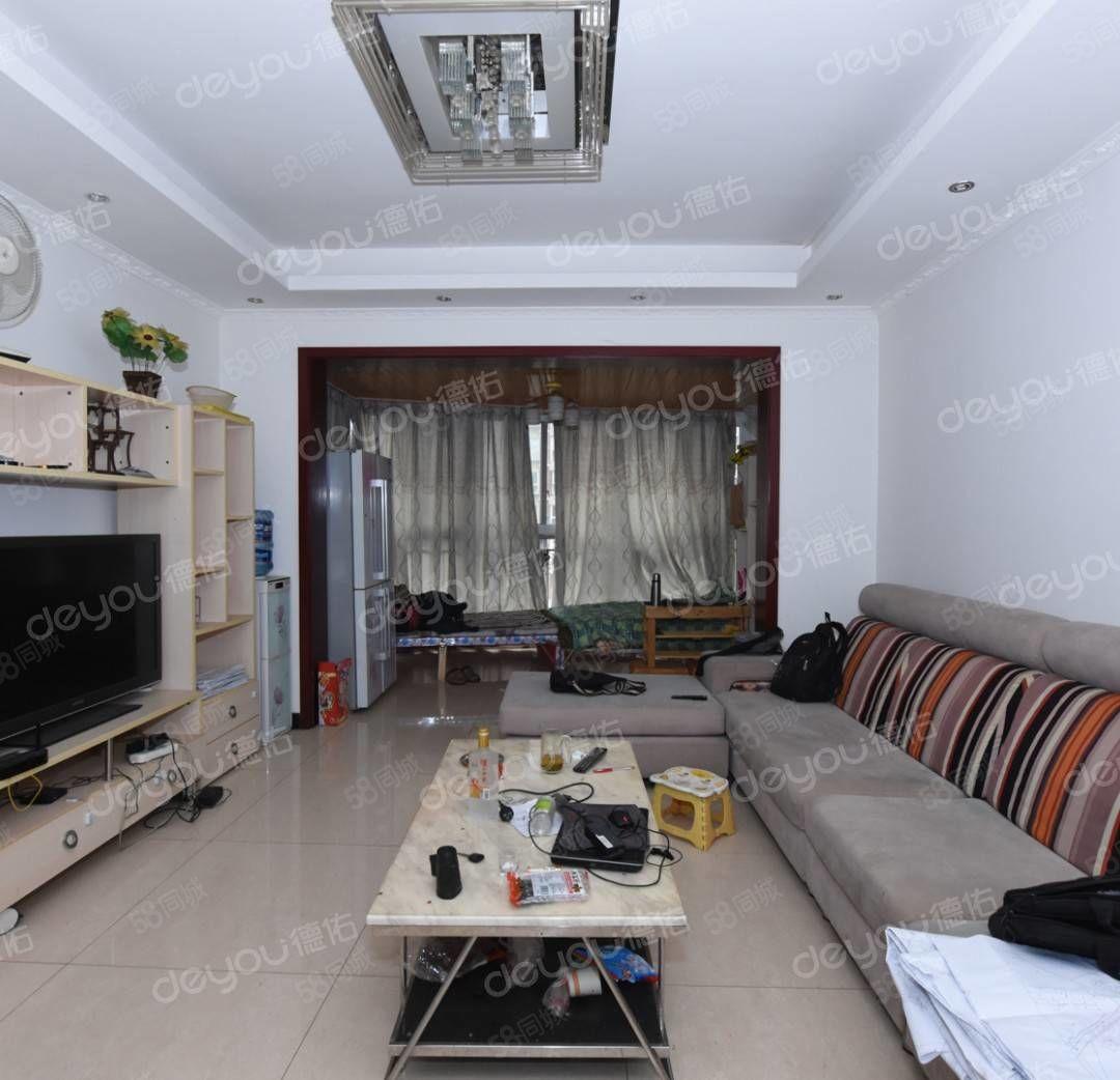 此房满两年,中庭位置套三双卫,房东在温江,随时可签
