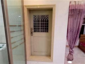 出租城中央一室一厅,家具家电齐全。电视和冰箱