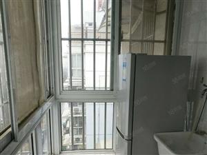 瀚景园单身公寓多层六楼40平。1室1厅精装修。1100/月