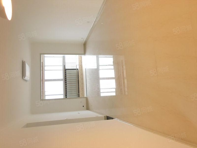 红太阳中等装修两室两厅一卫高层视野开阔,采光无遮挡
