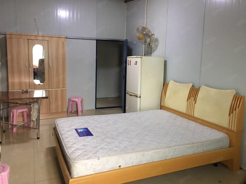 沃尔玛附近一室带空调冰箱适合小夫妻居住或者一个人