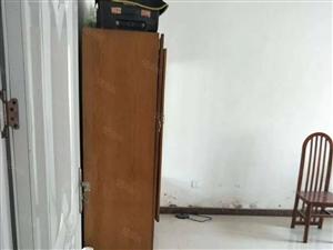 二轻家属院4楼简单装修提包住12000元