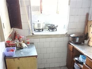 五一路登峰小区两室家具家电全,临油田一小一中,方便出行。
