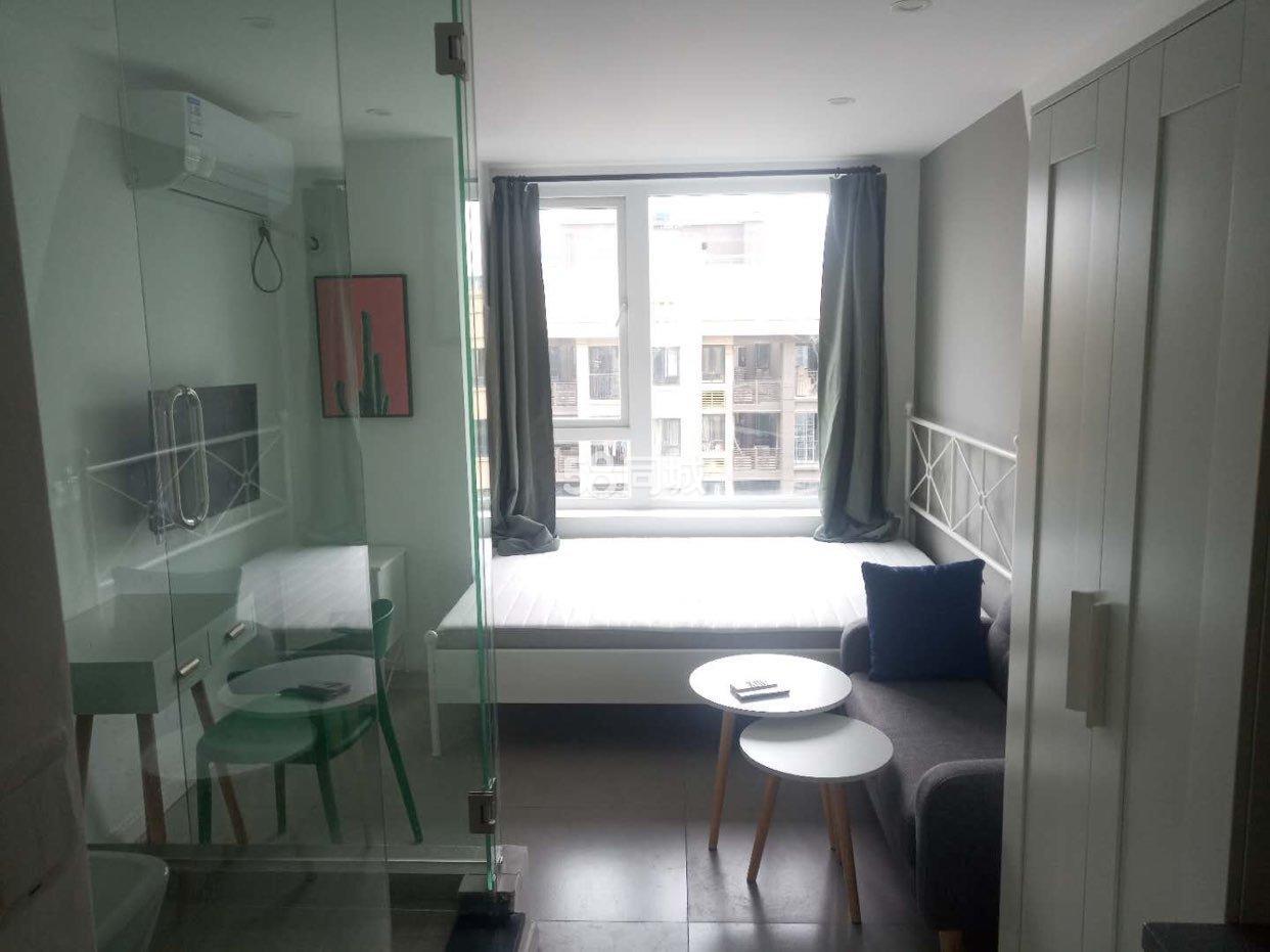 龙湖佰乐街1室0厅1卫