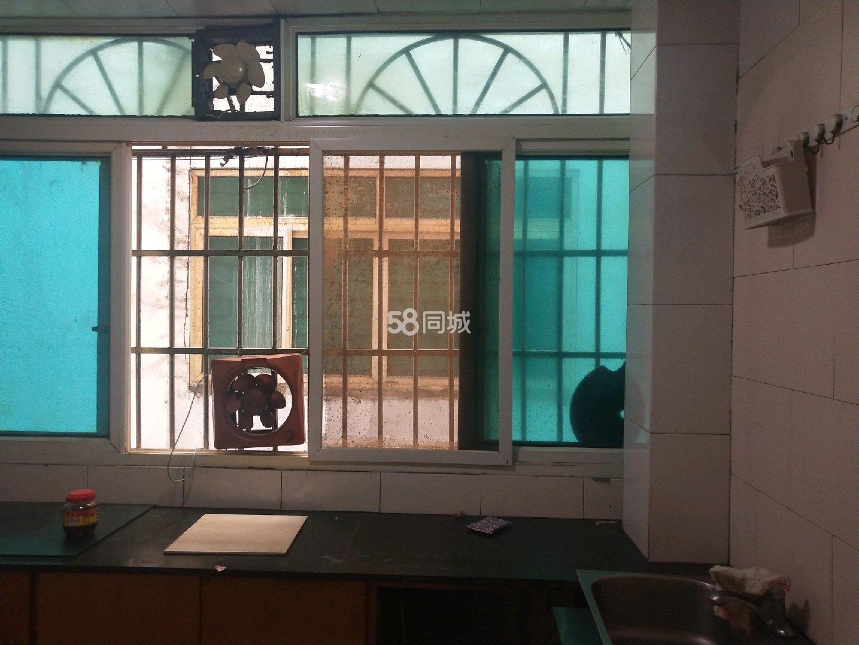三江公园旁4室2厅1卫