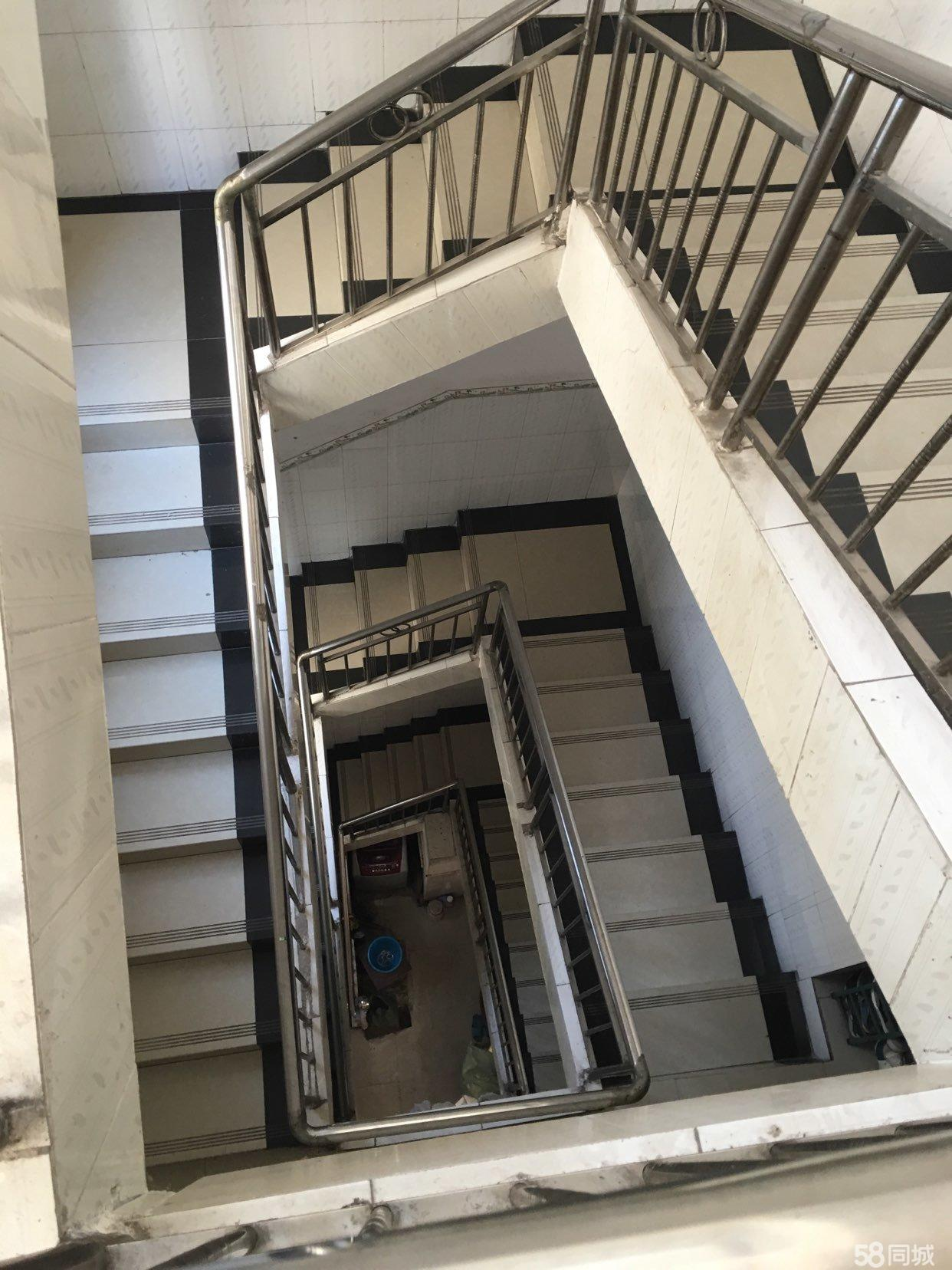 出售商住两用天地楼整栋共四层简单装修,伶包入住