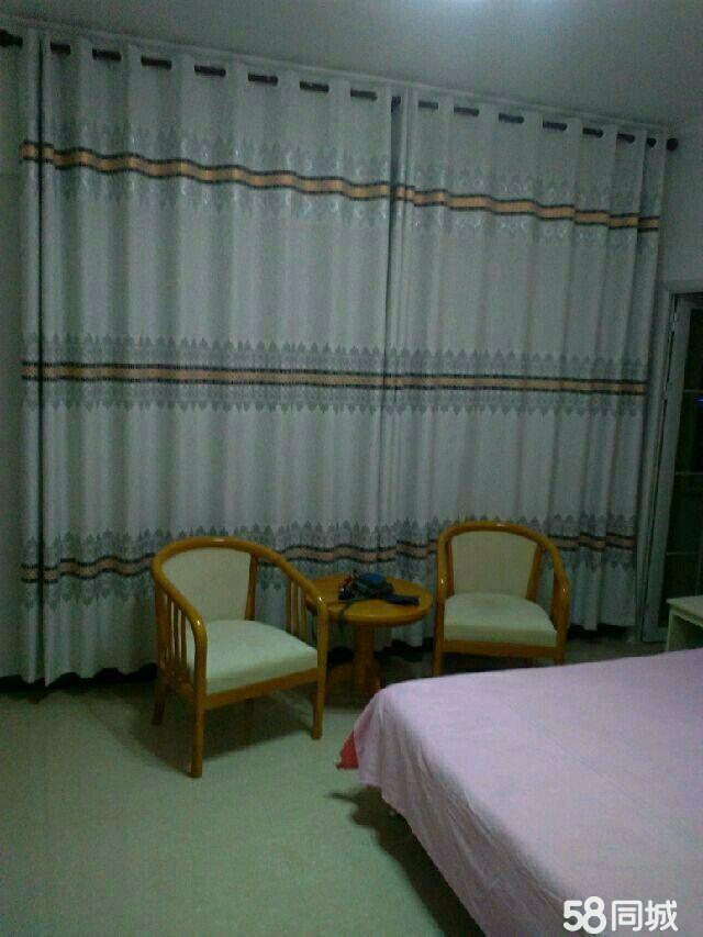 卢龙中央名邸1室1卫