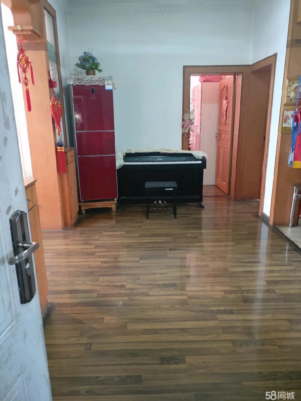 兰坪县城中心房屋出售