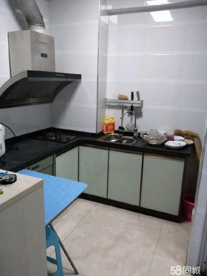 售皇庭御龙湾一房一厅一橱一卫30万赠送空调冰箱沙发等家具