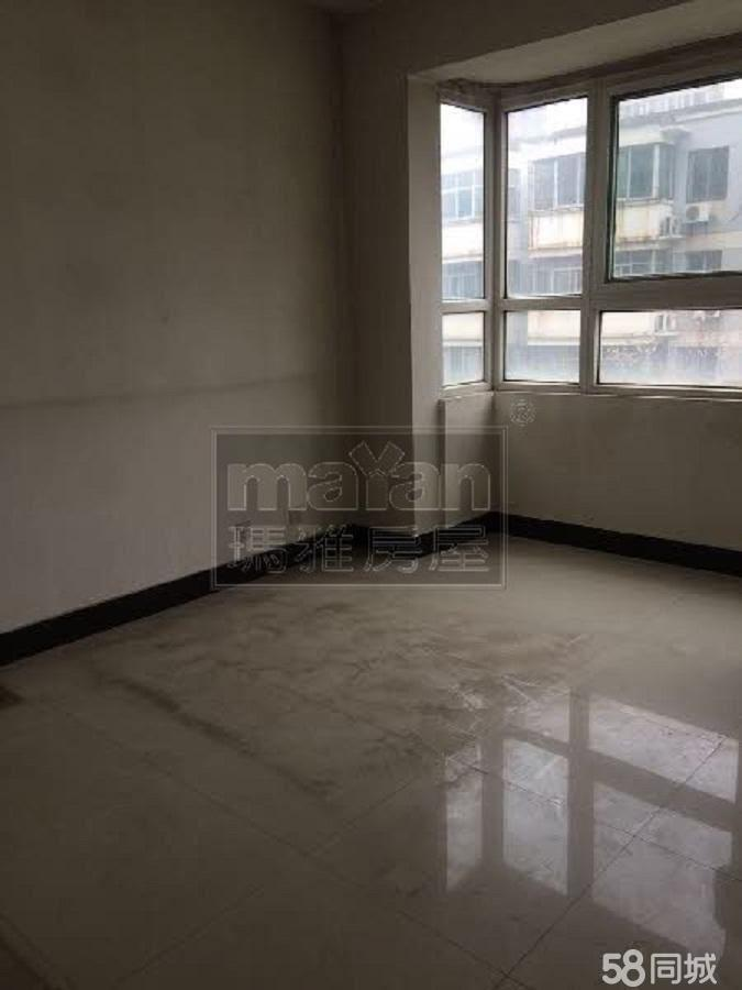 中宏桐苑大客厅大面积出租低楼层可美容可办公