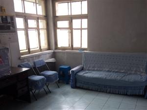 小蓝鲸酒店附近市场里2室70平简单装修年付押一
