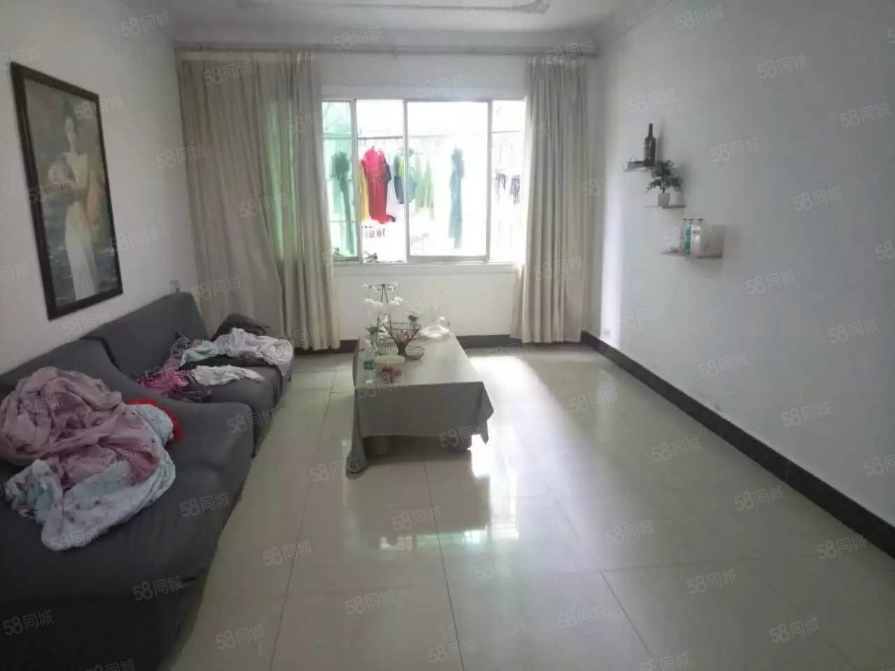 《新家园房产》金滩华夏医院旁,三室二厅,拎包入住,关门卖。