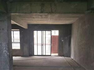 溪东花园四房出售,新环境新小区,配套幼儿园,首付完即可装修。