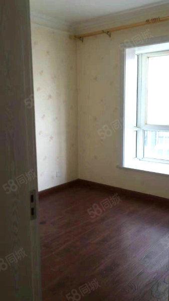 新城怡馨苑精装修三室两厅带简单家具