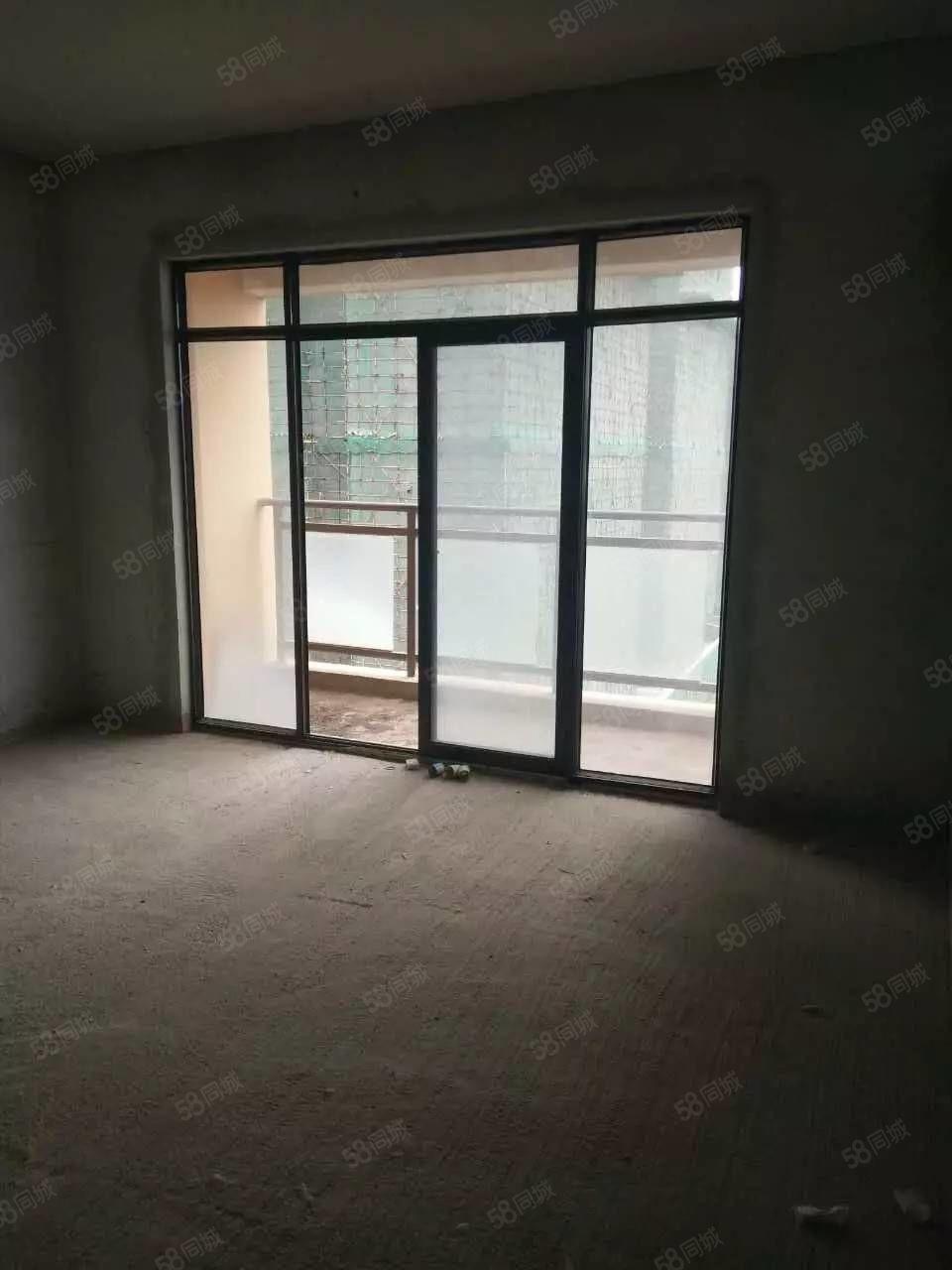 134平《中央大街》9楼阳台朝南,三室双卫双阳台
