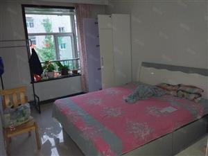 君华苑三室一厅精装修家具齐全有家电拎包入住紧邻学校