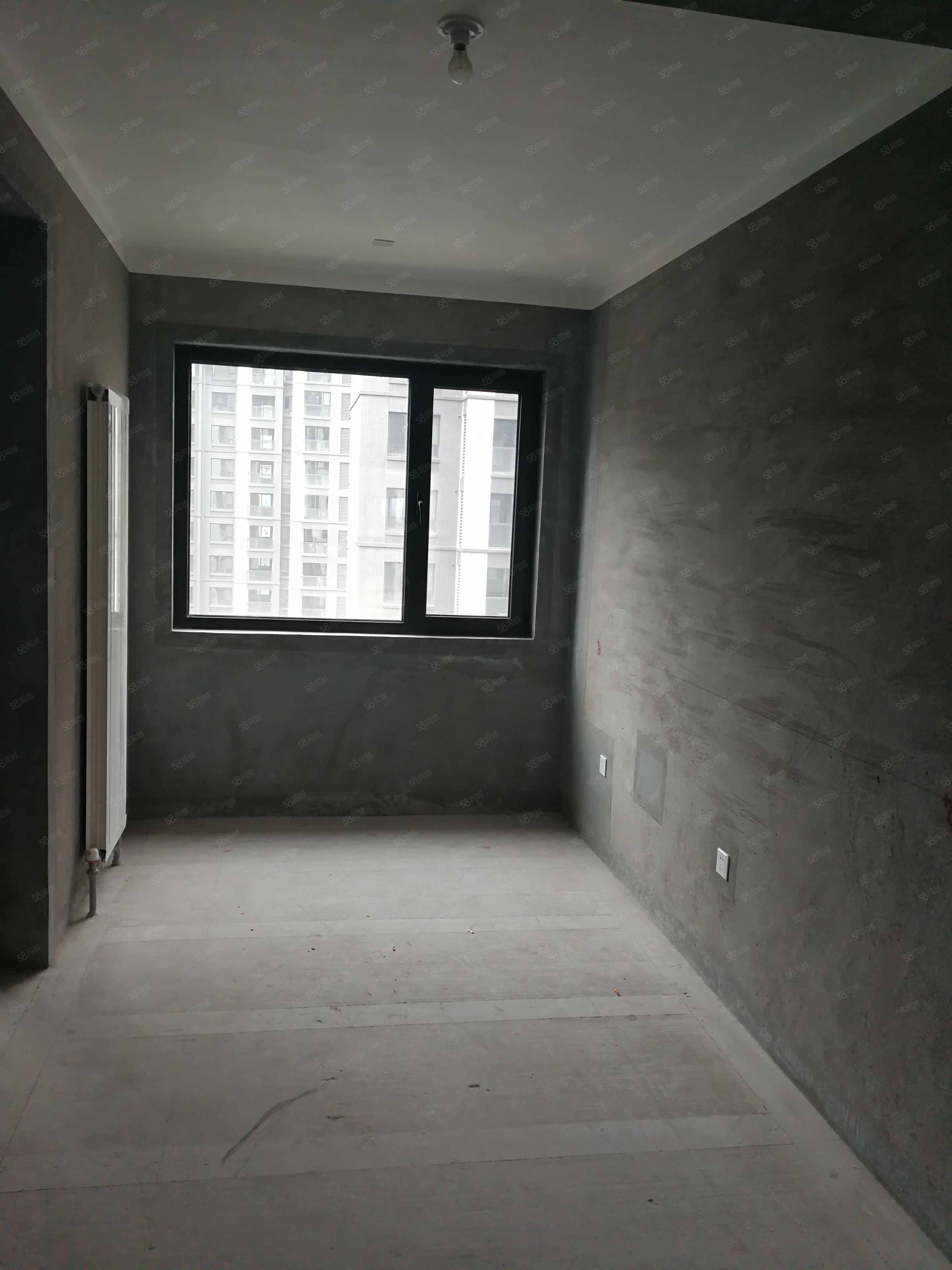 绿地洋房2楼带花园.直接更名.送地下室.送花园