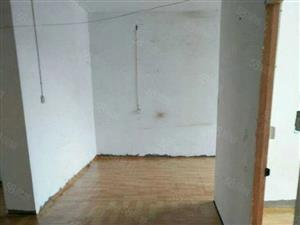 四小四中附近二室一厅年租6600元。