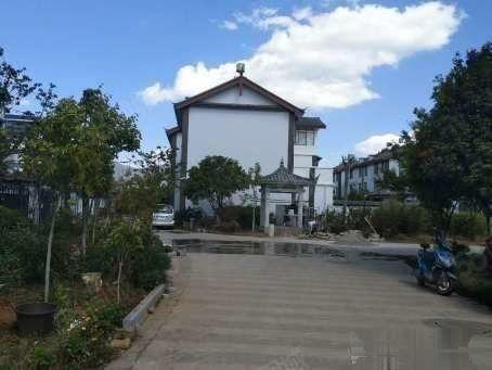玉龙丽水园双拼别墅带60平大院子双证满5年低税费急售