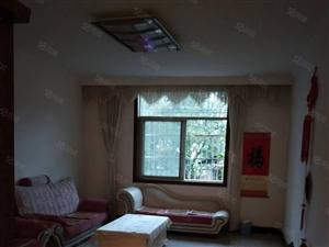 城东2室二楼可拎包入住2室2厅阳光通风很好诚心卖