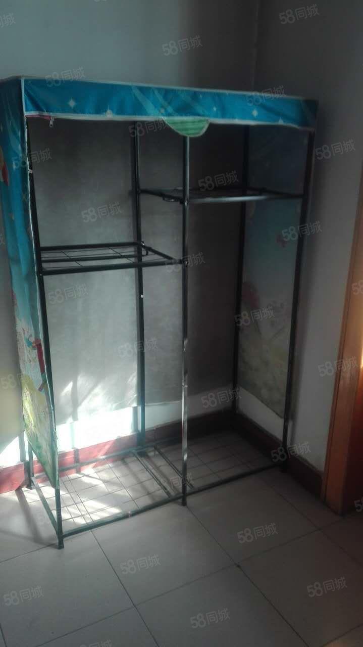 陕中附院四层二室一厅简单家具淋浴好房出租