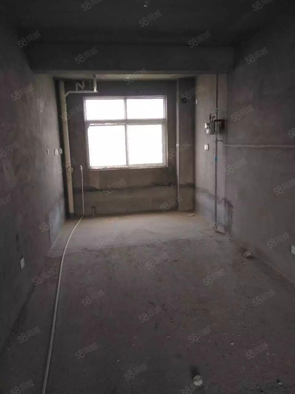 尚东两室一厅出售毛坯房