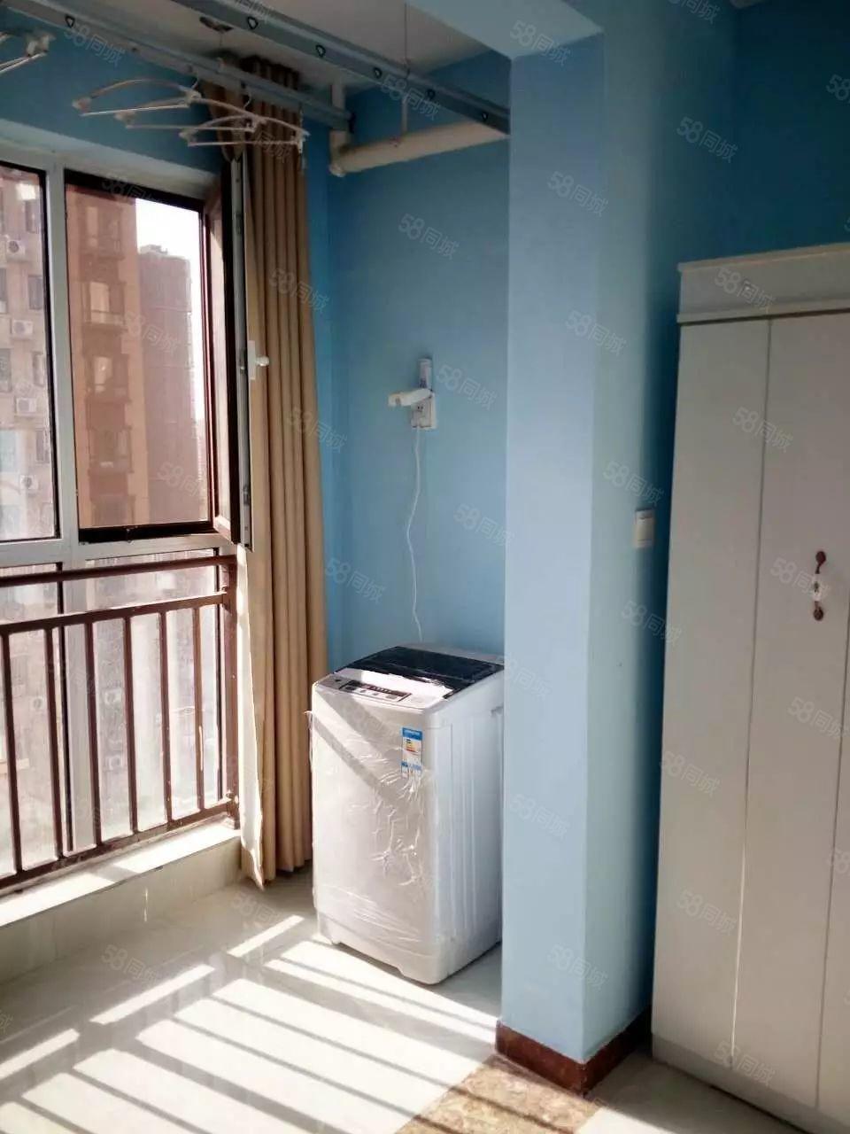 郑大东门附近紧邻地铁翰林国际两室一厅家电齐全随时看房入住