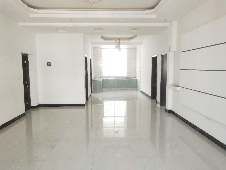 干净整洁,随时入住,澳门拉斯维加斯平台新城区1250元4室2厅2卫精
