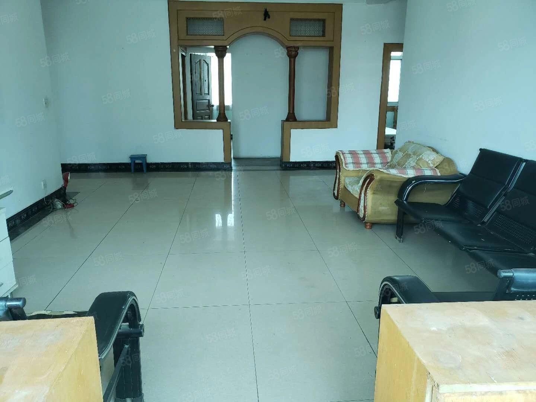 瑞彪公司生活区4室2厅精装修好房源