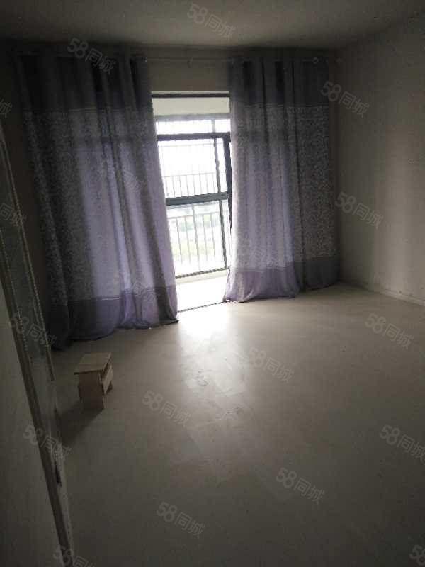 出租巨人装修好的房子有两套房子三室两厅一厨一卫采光好